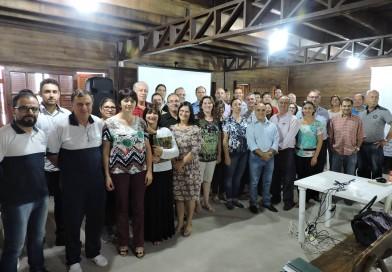 CASA DA AGPTEA NO PARQUE ASSIS BRASIL EM ESTEIO SEDIA REUNIÃO ENTRE CONSELHO DE DIRETORES DAS ESCOLAS AGRÍCOLAS ESTADUAIS E SUEPRO